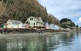 Una barcaza colisiona contra una casa en Washington