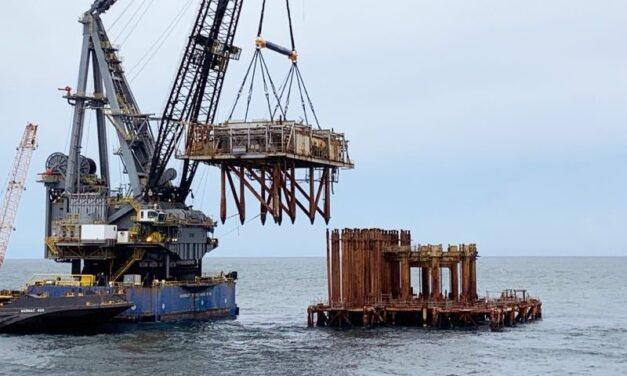 Cómo una plataforma petrolífera se convierte en un arrecife artificial