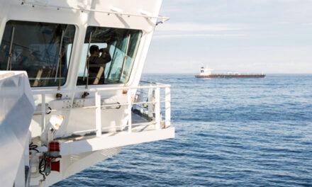 La lucha entre los gigantes de las materias primas y los proveedores deja a los marineros atrapados en el mar