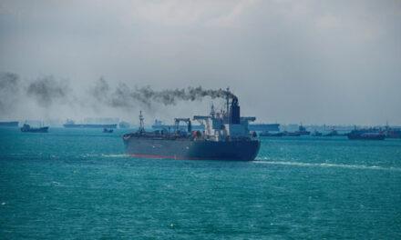 El Reino Unido puede incluir a la industria naviera  en una nueva plataforma de comercio de emisiones
