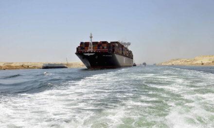El Canal de Suez estudia ampliar el canal sur, según su presidente