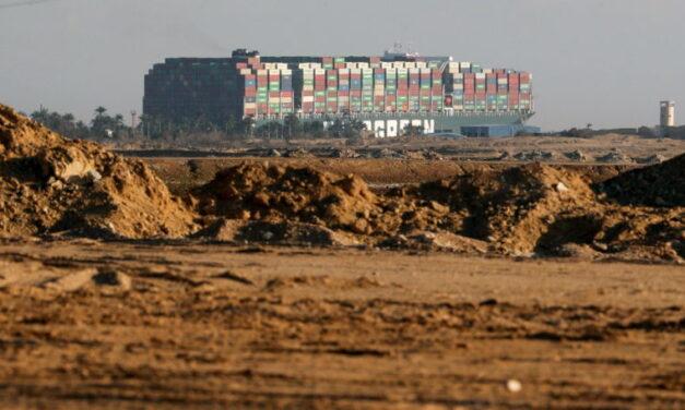 Egipto quiere 1.000 millones de dólares de compensación por el bloqueo de Suez