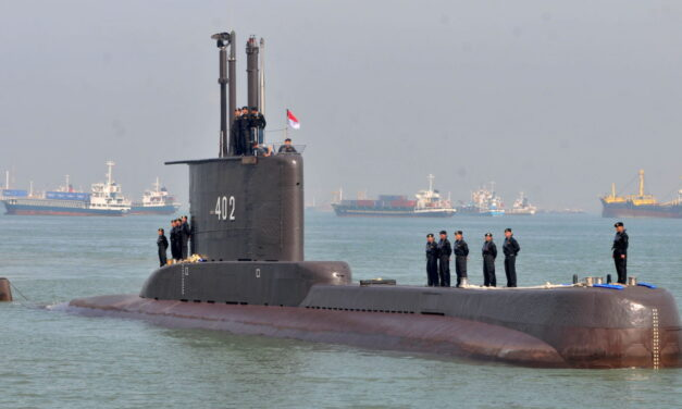 El submarino indonesio desaparecido era viejo y estaba sobrecargado
