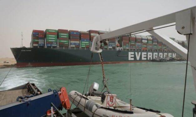 La aseguradora del Ever Given: El Canal de Suez controlaba la velocidad del barco antes de encallar