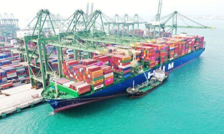 El primero de los ocho nuevos buques portacontenedores de 16.000 TEUs de HMM, se encuentra completamente cargado en su viaje inaugural