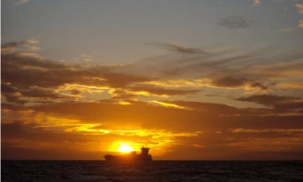 Desaparecen 17 personas tras abordar un carguero con un pesquero
