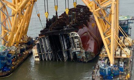 Se informa de los avances en la retirada de los restos del Golden Ray, pero es probable que falten varios meses para su finalización