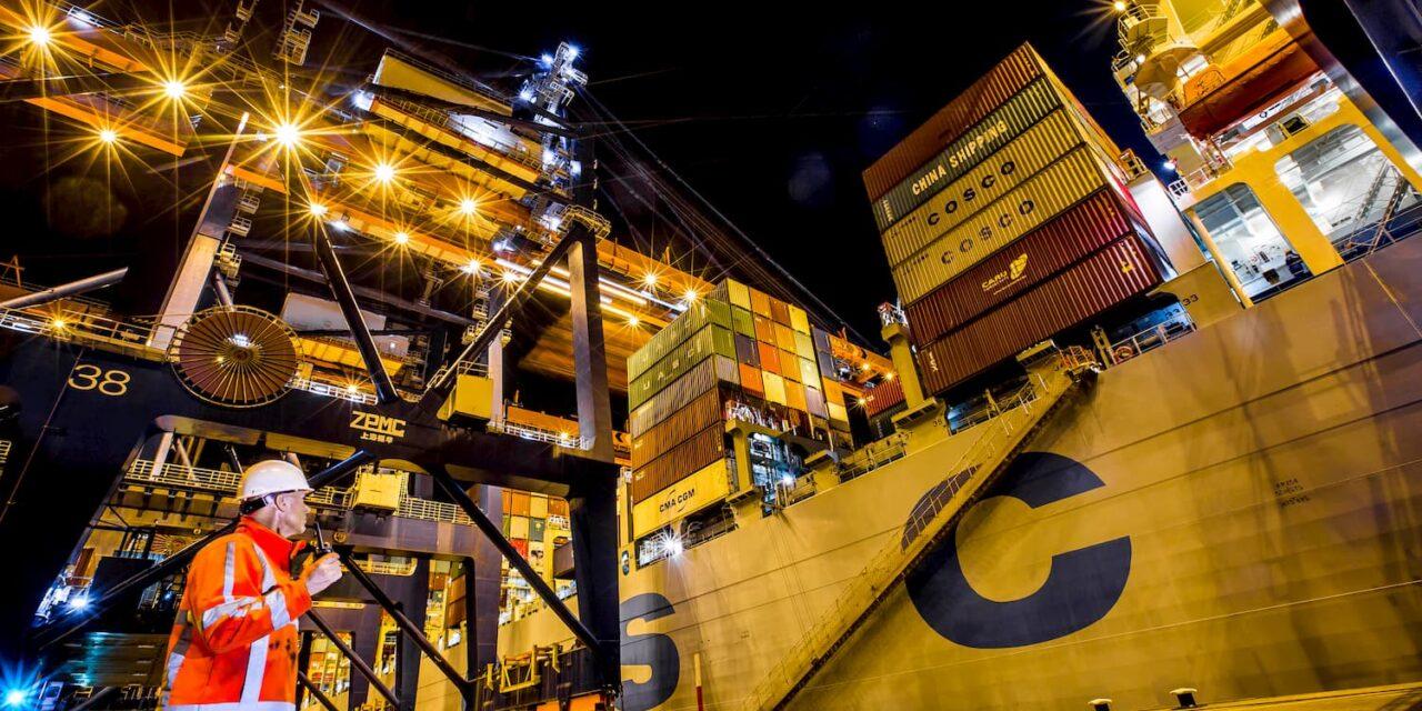 La calma antes de la tormenta: Los puertos europeos esperan la llegada de los buques afectados por el bloqueo de Suez