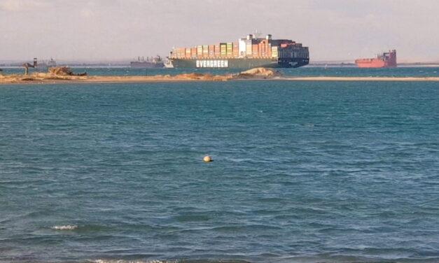 Un tribunal egipcio dictamina que el Canal de Suez puede seguir manteniendo sus derechos