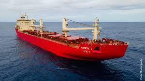 Fednav recicla un veterano de 43 años y añade un nuevo buque rompehielos