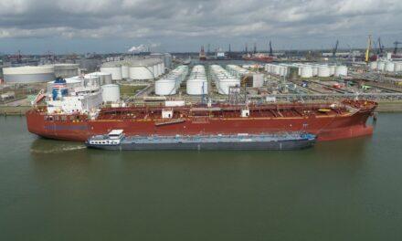 Primer abastecimiento de metanol de barcaza a buque en el puerto de Rotterdam