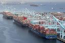 Los puertos de la costa oeste de EE.UU. se apresuran a eliminar la acumulación de buques para la temporada alta