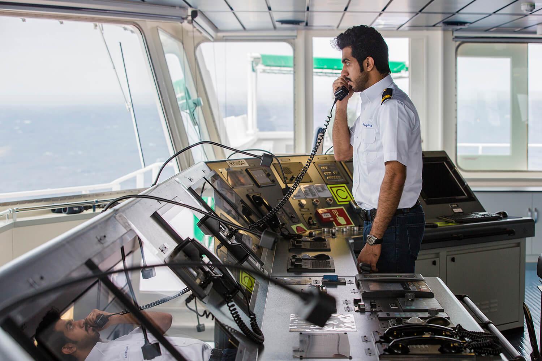 Asyad podría vender el 40% de la naviera de Omán