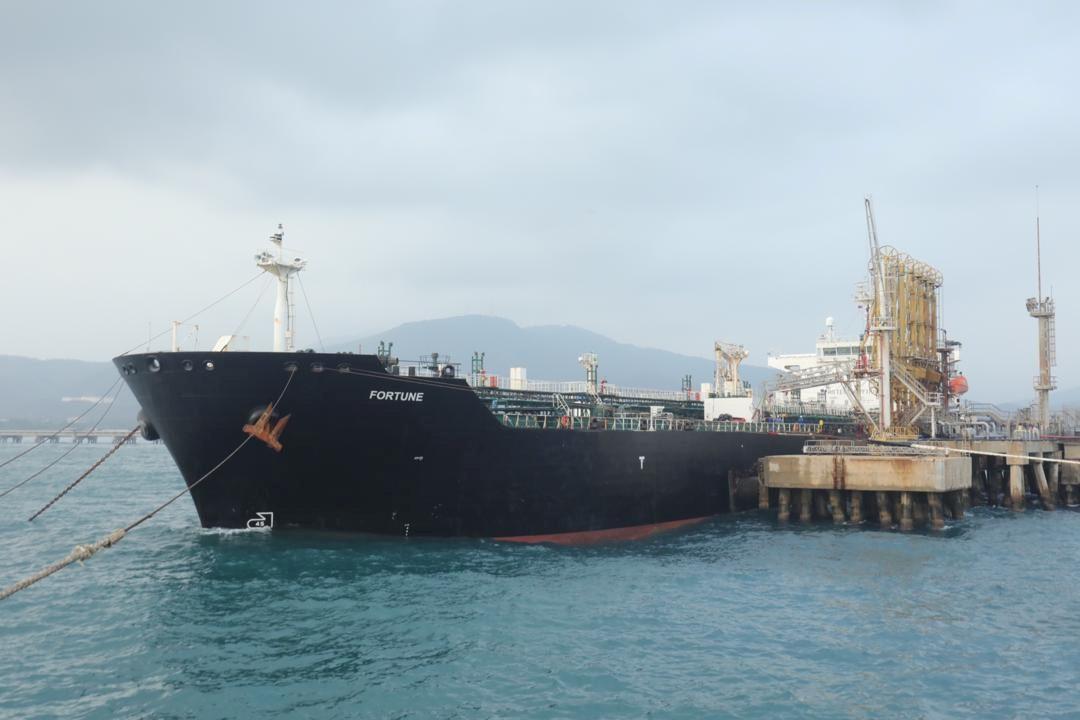 Irán planea la primera exportación de petróleo desde el puerto del Golfo de Omán la próxima semana