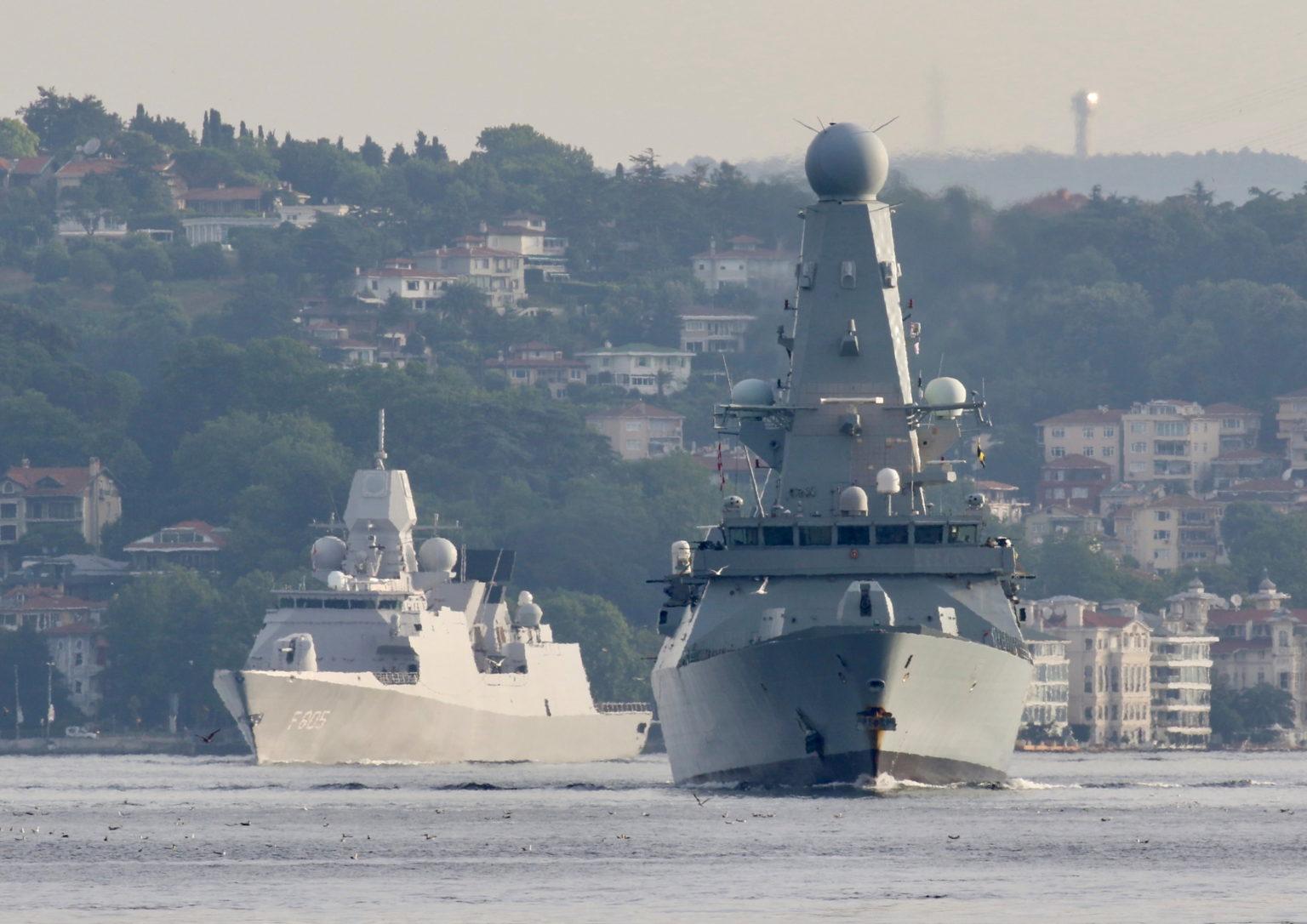 Mar Negro: Aviones de guerra rusos practican el bombardeo de buques