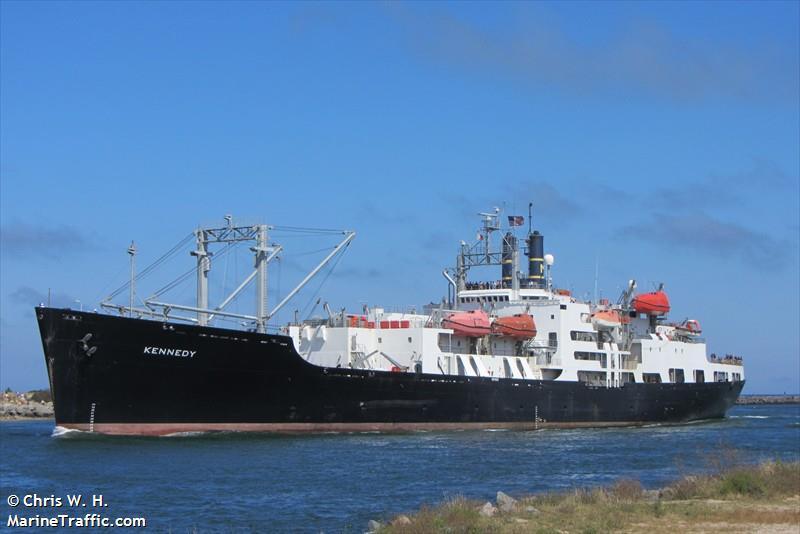El buque escuela Kennedy está implicado en un incidente de casi encallamiento en St. Thomas