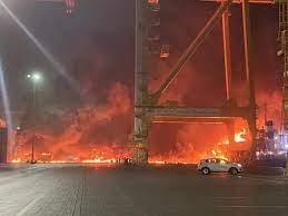 Actualización: Incendio en el puerto de Jebel Ali – Los Emiratos Árabes Unidos actuaron con rapidez y controlaron el fuego en 44 minutos