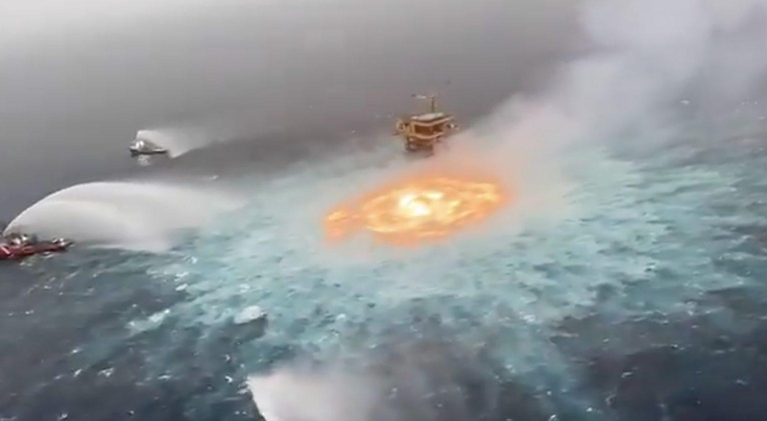 Pemex afirma que no hay daños ambientales por el incendio del «ojo de fuego» en alta mar