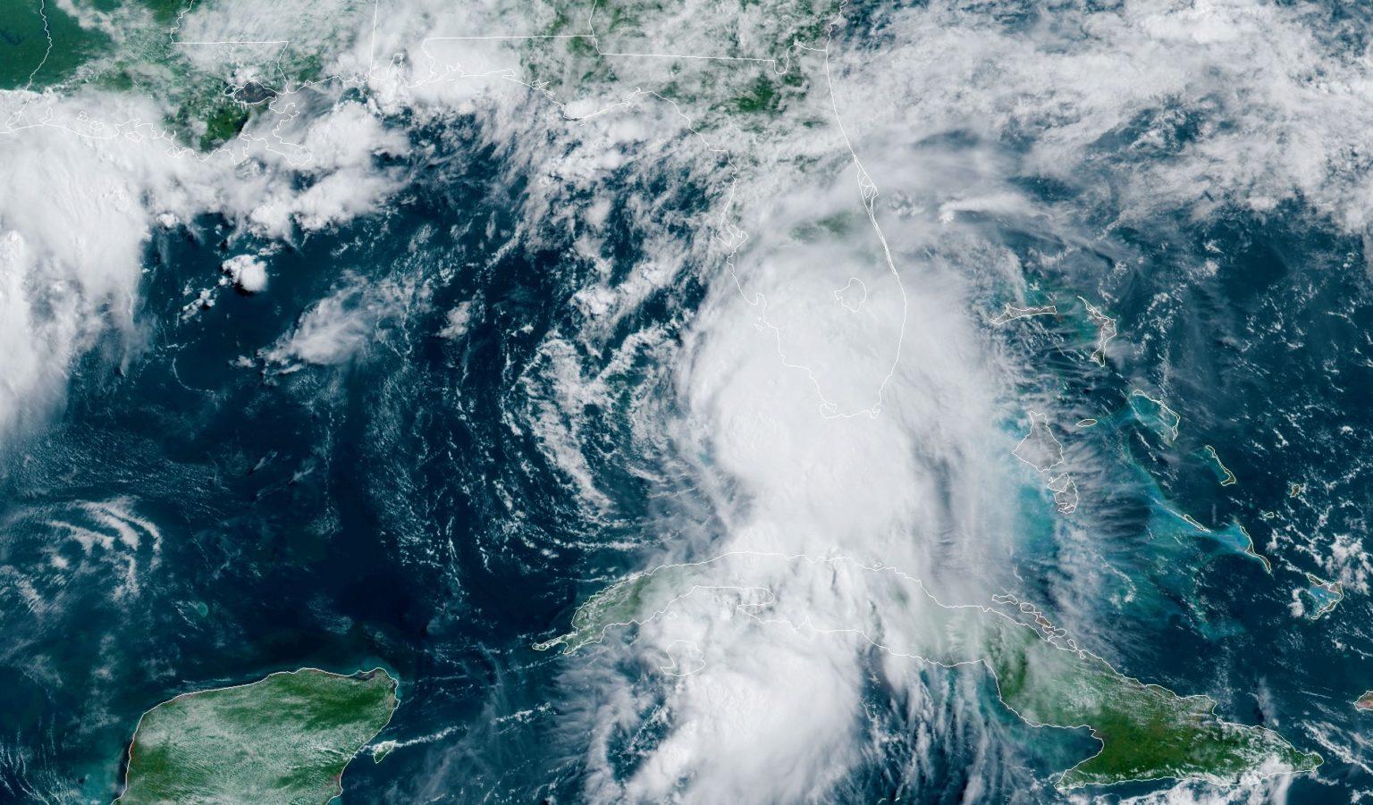 Los puertos de la costa del Golfo de Florida se preparan para la tormenta tropical Elsa