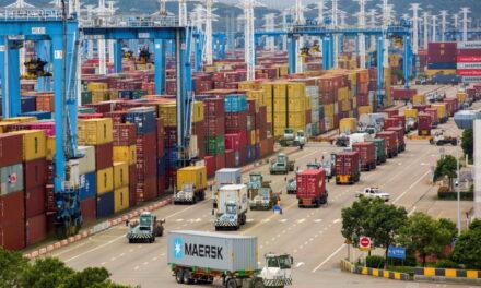 Al menos una semana para que el tercer puerto más activo del mundo vuelva a la normalidad