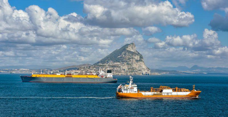 Un dron rastreador caza a los Buques que infringen los límites de azufre en el Estrecho de Gibraltar