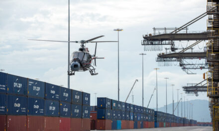 La terminal de contenedores de CMA CGM aparece en una maniobra de hidroavión para la nueva película de James Bond