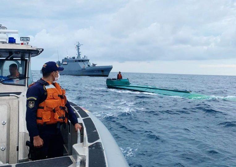 La Armada colombiana incauta toneladas de cocaína en un semisumergible