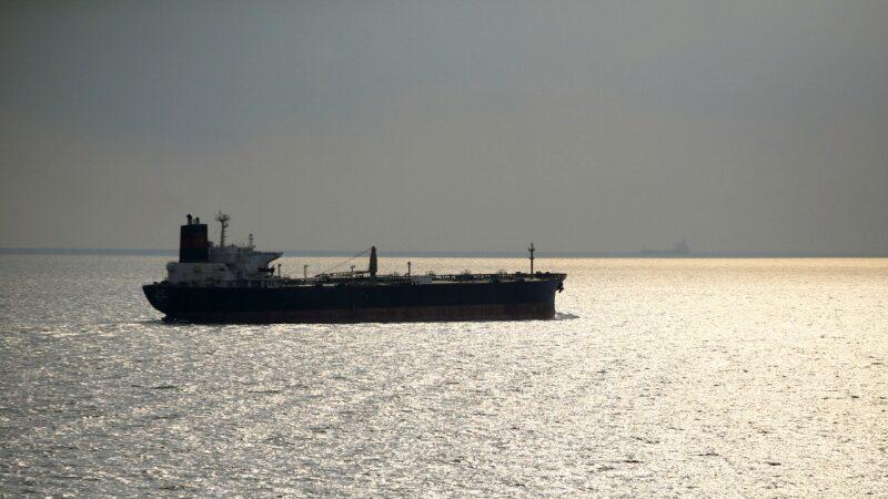 Los miembros de la tripulación del petrolero detenido «MT Strovolos» están bajo observación