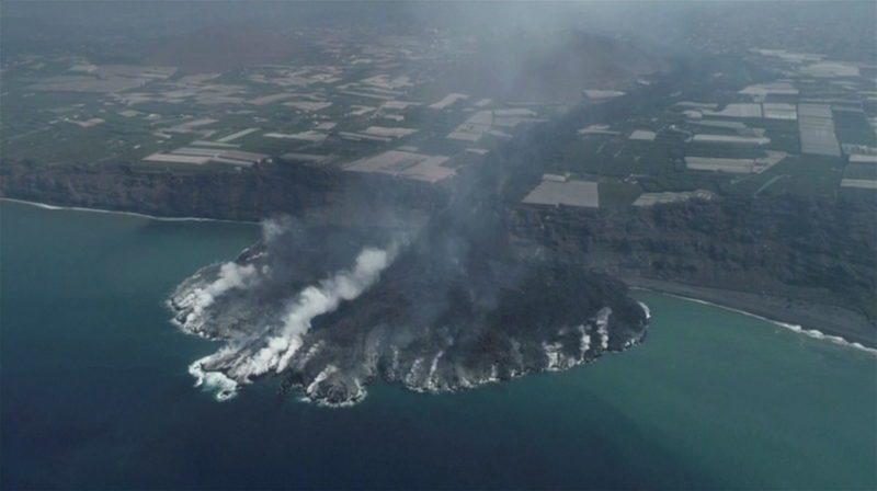 La Linea Costera de la Palma se expande tras erupcion volcanica